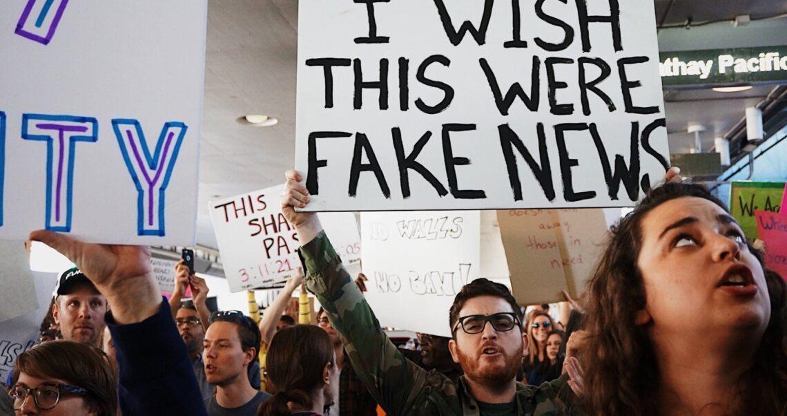 Deepfake i fake news – poradnik dla myślących