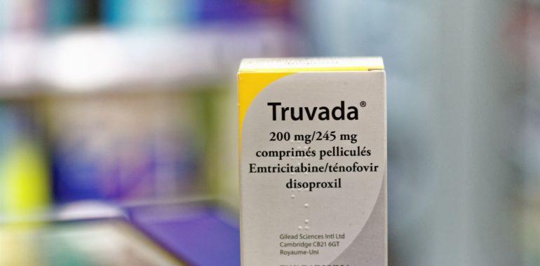 Czy Truvada, lek na HIV, uszkadza kości i nerki? Szkodliwa reklama na portalu Facebook