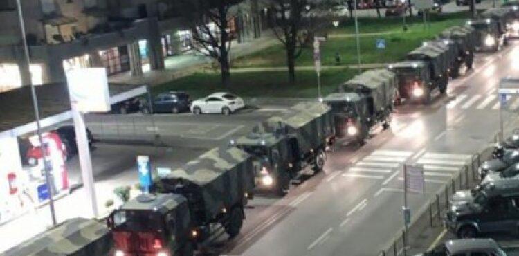 Tak, te pojazdy wojskowe wywożą trumny z Bergamo