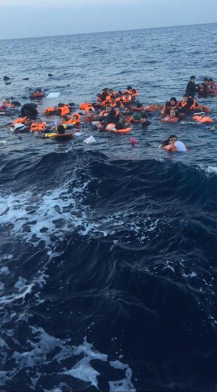 Uchodźcy toną - Oryginalne zdjęcie