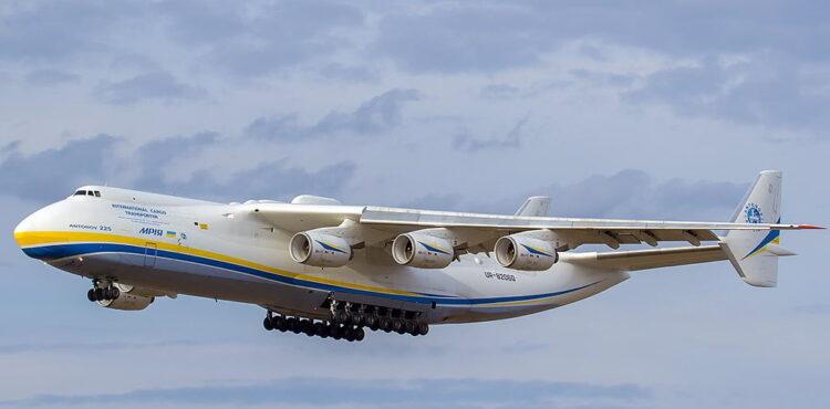 400 ton? Nie, samolot przywiózł ok. 80 ton sprzętu medycznego