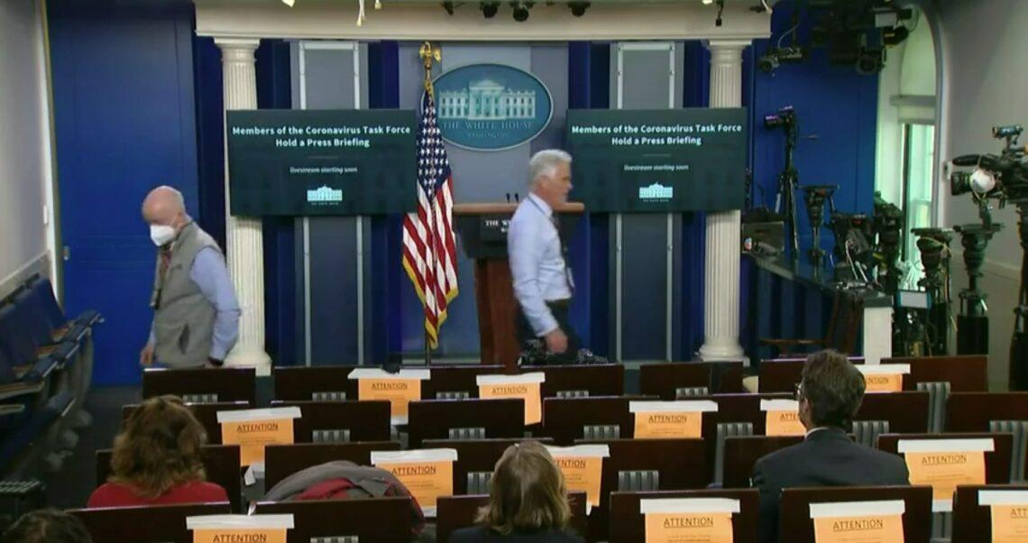 """""""Wszyscy tutaj i tak zostali już zaszczepieni"""". Wyjaśnienie nagrania z Białego Domu"""