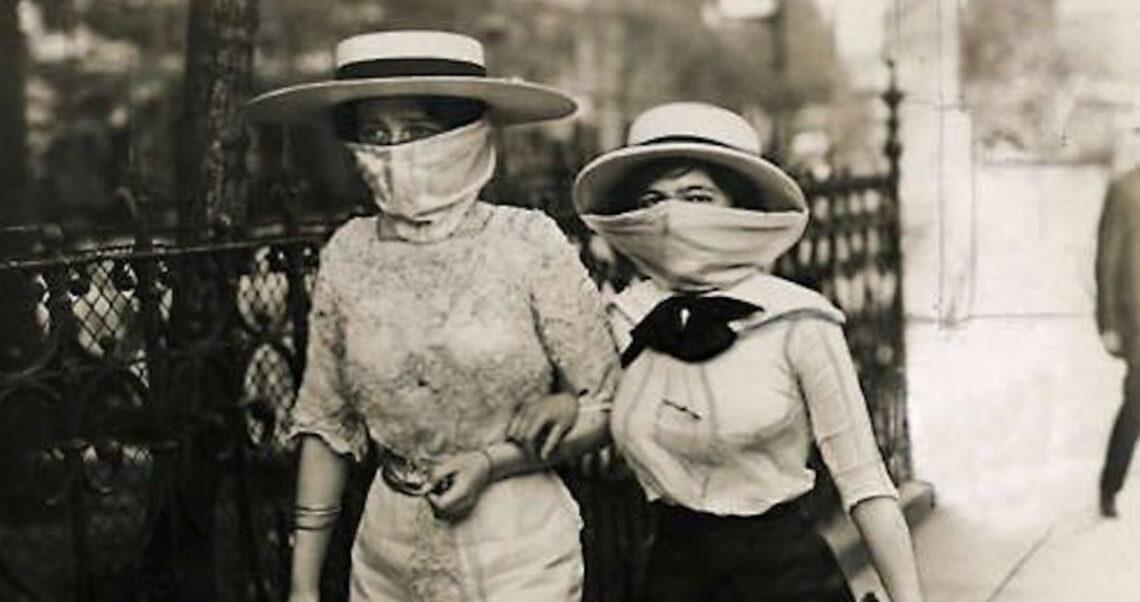 """Kobiety podczas epidemii """"Hiszpańskiej grypy""""? Nie, to zdjęcie z 1913 roku"""
