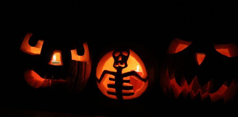 Fałszywy zakaz Halloween, czyli jak działają obywatelskie petycje i jak manipulują nami media