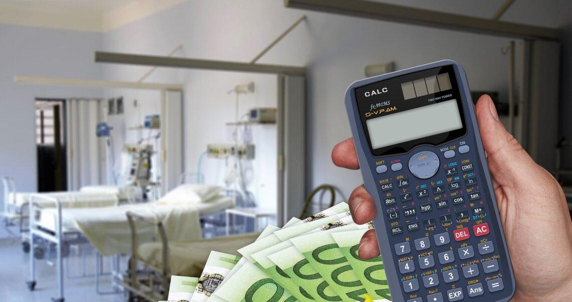 Pieniądze za zgony na COVID-19? Sprawdzamy opłaty za leczenie.