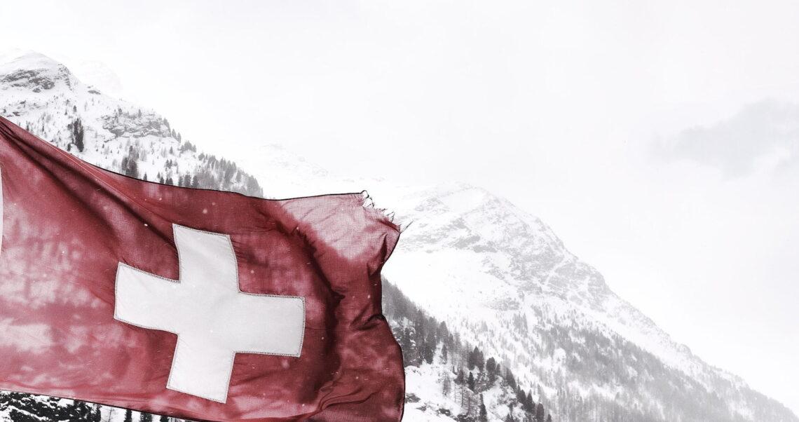 Szwajcaria rezygnuje ze szczepionek na SARS-CoV-2? Sprawdzamy