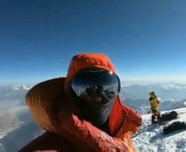 Pierwsze zimowe wejście na K2 i popularny fałszywy film