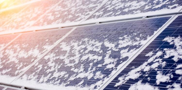 Czy dostawy energii z OZE w Niemczech zostały sparaliżowane przez zimę? Sprawdzamy